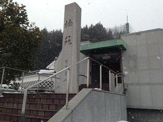 受講な外観、最初は寺院かと思いました。