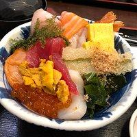雲丹が乗っている上海鮮丼