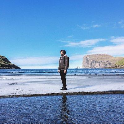Paese isolato ma caratteristico. Spiaggia bellissima con un panorama decisamente unico, vale la pena visitarla anche solo per la strada che porta li.