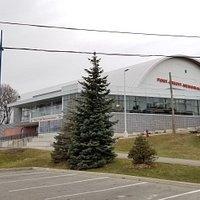 Port Credit Memorial Arena as seen from the memorial park (Dec 2018)