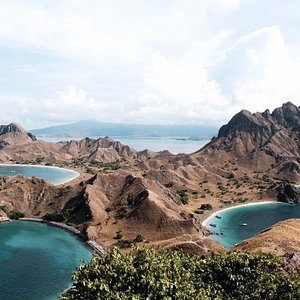 Padar Island as The Most Favourite Destination in Labuan Bajo  #ExploreLabuanBajo #Waturandatrip ⛵🌴 ・・・ Book Now by DM 📩 Enjoy our trip package!🌊🌍 Sailing Trip for 3 Days 2 Nights with AC Boat in Labuhan Bajo We provide the best experience with affordable prices! ・・・ More Detail & Info About Waturanda Trip Call/WA: 08123965108 Email: info@waturandatrip.com