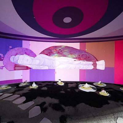 Graffiti artist Fansack created an art installation combining graffiti, projection mapping, zen garde, Chinese rocks, in a 15 meters eye shaped room