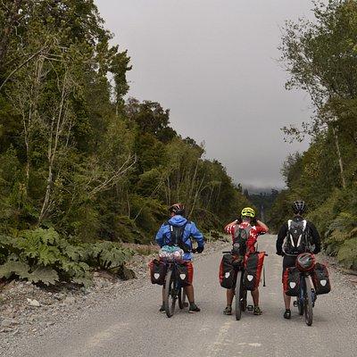 Realizamos tour guiados, privados, 100 % personalizados, además de nuestro servicio de Rent a bike, para todo Chile, pero especializados en Carretera Austral