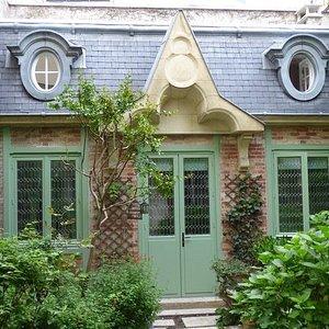 Restauration de vitraux en verre soufflés inclus dans des doubles-vitrages. Paris 17.