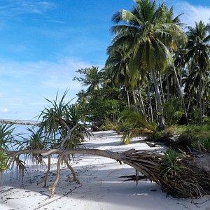 Unspoiled beach of Candaraman Island