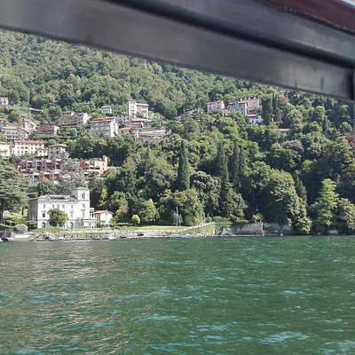La villa vista dal lago