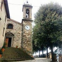 הכנסייה ומגדל השעון