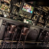 Have a taste of the Irish vibe in a very elegant, beautiful place in the city center.