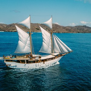 Cruise with Hello Flores Phinisi in the Komodo National Park, Flores, Indonesia. Photo Credit: Hello Flores 2018