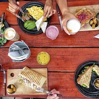 Desayunando con tus amigos.