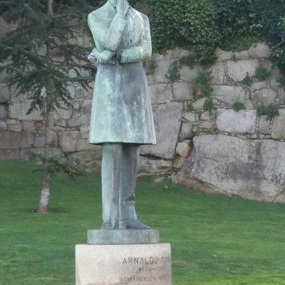 Estátua de Arnaldo Gama