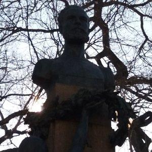 Monumento a Júlio Dinis
