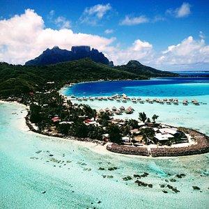Matira Beach, Bora Bora. Hermosa playa pública. Muy recomendable ir a la mañana el color del agua por la mañana es increíble!  Sin duda una de las playas que no se pueden dejar de visitar si estás en Bora Bora. ( recomendación llevar protector solar porque no hay mucha sombra después del mediodía)
