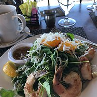 Mandarin salad with grilled shrimp, delicious!