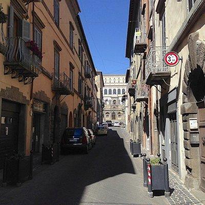 Il Palazzo e la Via Dritta