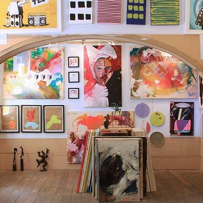 150 Israeli artist in one art gallery