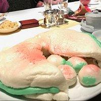 オプションの桃饅頭、2,500円。見た目も可愛いし、満足度高いです。
