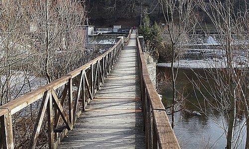 """Piario- Bergamo ..ponte....""""ballerino....Un percorso naturalistico ..vicino alla trattoria.. Tra questi visiteremo quel che rimane delle antiche sorgenti termali proseguendo attraverso un sentiero immerso nella natura fino al famoso """"Put che bala"""" , ovvero il vecchio """" che collega Piario, Villa d'Ogna e Parre"""
