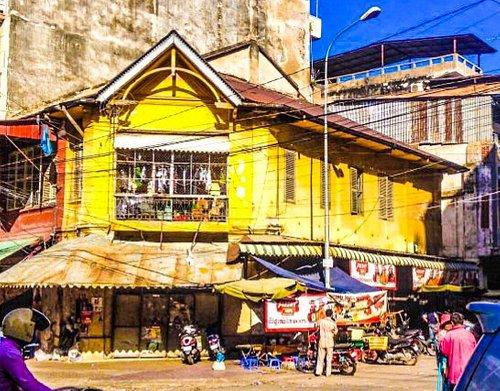 Surrounding street scenes of Phnom Penh Central Market
