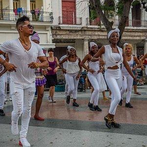Salsabor a Cuba bailando en Prado!