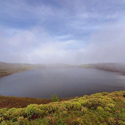 Laguna de El Junco, durante el recorrido en Isla San Cristobal.