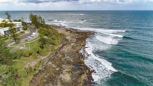 The view east along the walkway abeam Anzac Park and the Caloundra Headland Memorial.