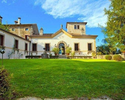 Facciata di Villa Verecondi Scortecci
