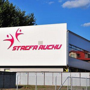 budynek w którym miesci się Klub fitness z siłownią i sauną oraz strefą cross.