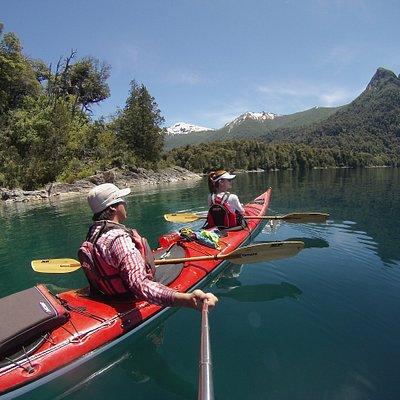 Parque Nacional Nahuel Huapi. Excursiones Guiadas en Kayak de Travesia Patagonia Inhospita Expediciones