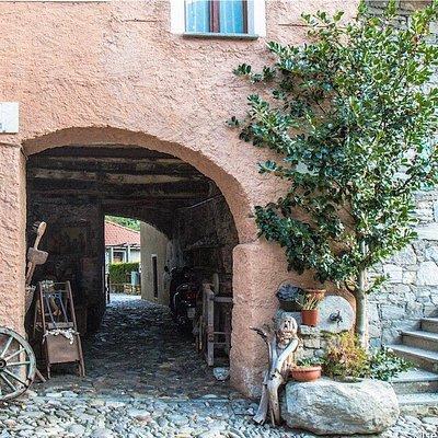 Il Borgo Delle Sculture in Legno
