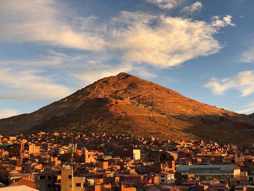 Vista cel Cerro dai tetti della cattedrale di Potosì