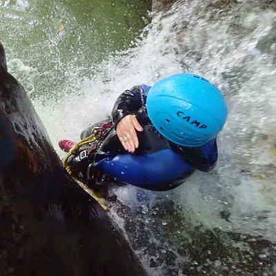 Toboggan dans le magnifique canyon du Furon partie haute. Guide pour vous accompagner dans le parcours