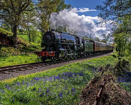 Steam Locomotive S160 No. 5197 comes around the final curve into Cheddleton before departing for Leekbrook Junction.