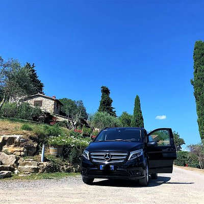 A professional and friendly shuttle service all around Tuscany.