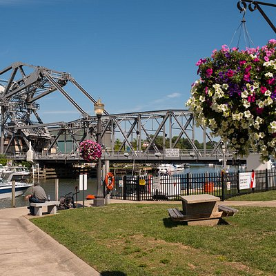 Watch the Bascule Bridge lift every 30 minutes as the boats head out to Lake Erie.