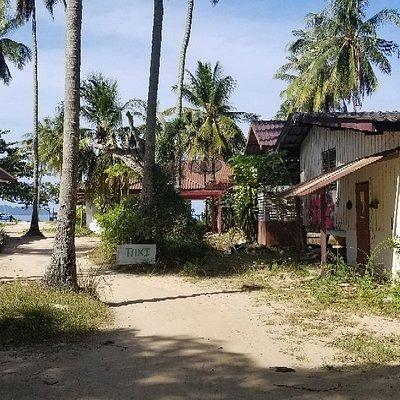 La piètre états des bâtiments de cette plage.