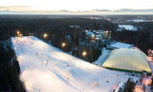 This is the oldest ski slope in Finland! Located in a small town called Kauniainen it was oppened in the 30s. It´s also the 2nd slope in the country that was equipped with a ski lift. Nowadays it´s kind of like the best kept secret in this town, since not that many people from surrounding areas know about it. But there are a lot of local kids practicing there.