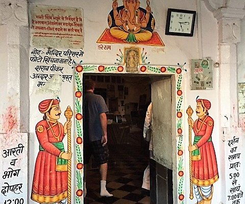 Make sure to take off your shoes, but watch out for the bat droppings! Anjaneshwar Mahadev cave temple is financially maintained by the maharaja owners of the Deogarh Mahal (hotel) in nearby Deogarh
