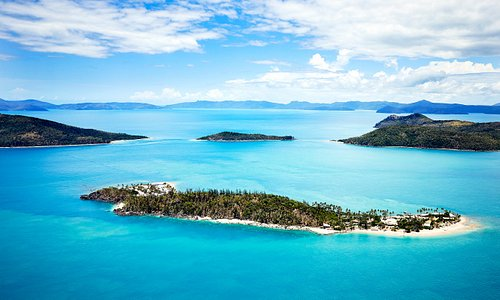 Daydream & the Molle Islands in the Whitsundays facing east
