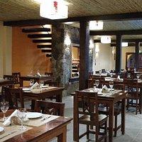 restaurante con música en vivo, folclore y música andino.