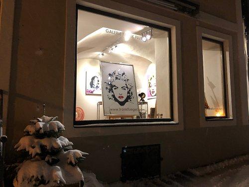 GALERIE FRANK FLUEGEL, spezialisiert auf Pop-Art und zeitgenössischen Kunst hat auch diesen Winter eine zusätzliche Filiale in Kitzbühel.  Die Galerie befindet sich in zentraler Lage in Kitzbühel in einem typischen Tiroler Stadthaus, das eine 480-jährige Geschichte aufweisen kann. Das auch untere dem Namen Mantler Haus bekannte Anwesen befindet sich in der Josef-Pirchl-Str. 6.