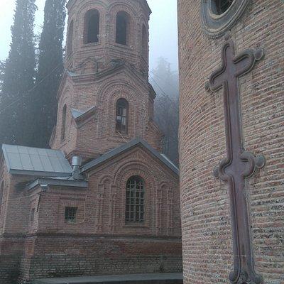 Церковь в январском тумане