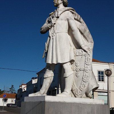 Estátua de D. Fernando