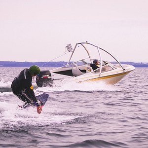 ,wakeboarding