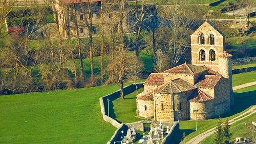 Iglesia de San Salvador de Cantamuda, joya del románico palentino.