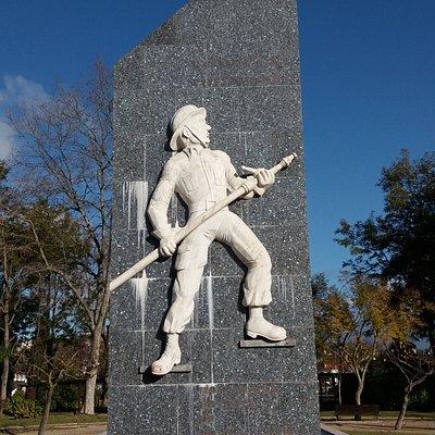 Monumento ao Bombeiro Torreense