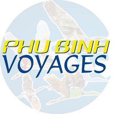 C'est le logo de notre société - Phu Binh Voyages. Nous choisissons 2 couleurs principales : le bleu (actif dans le tourisme) et le jaune (exprimant la durabilité).