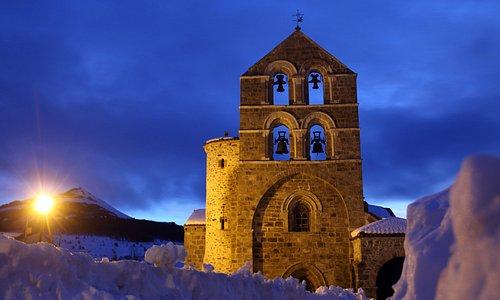 Iglesia románica del siglo XII en San Salvador de Cantamuda.