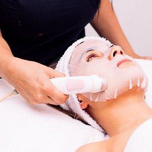 ¡Limpieza e hidratación profunda! Ideal para limpiar, equilibrar, tonificar y humectar la piel afectada por el estrés y el medio ambiente. Valor: $120.000