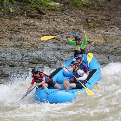 A great time rafting the Savegre River. With river entry points just 30 minutes from Playa Dominical, it's a great place to go rafting and enjoy nature. We offer three sections for all experience levels! Every trip on the Savegre includes a stop at the beautiful waterfall.